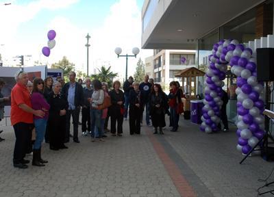 עדנה קרניאל בתערוכת רשמי מסע בבנק איגוד רמת השרון